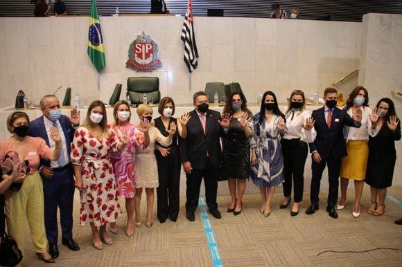 AMB participa de cerimônia de adesão da Alesp e da Facesp à Sinal Vermelho